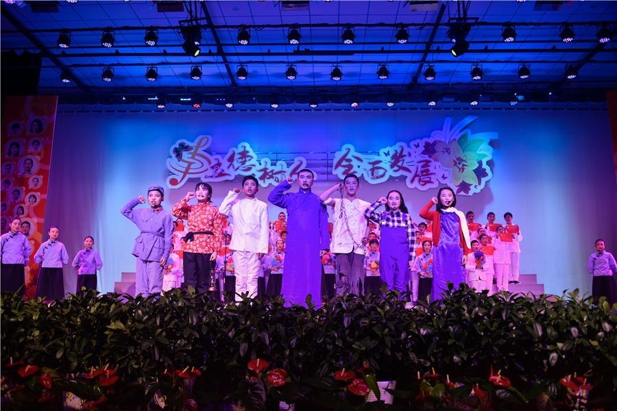 龙岗学校隆重举行2018迎新年合唱节