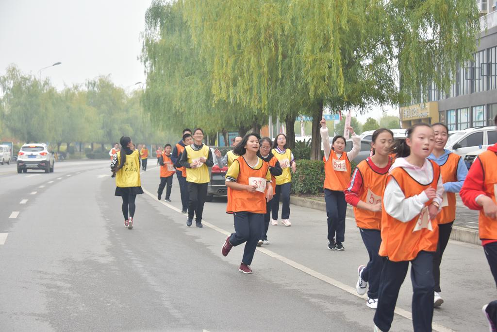 201811马拉松比赛 (1).JPG